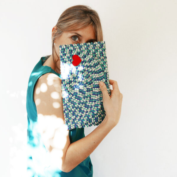 Borsetta clutch in paglia intrecciata blu e bianca | BICA-Good Morning Design