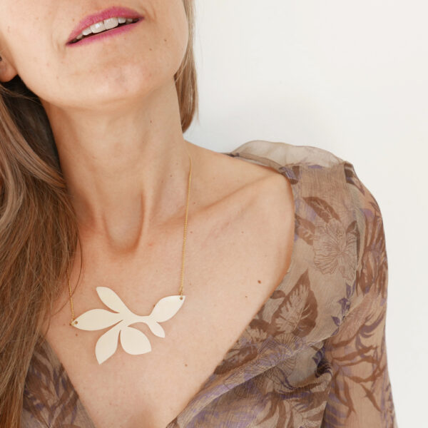 Collana floreale girocollo bianco avorio | statement necklace | BiCA-Good Morning Design