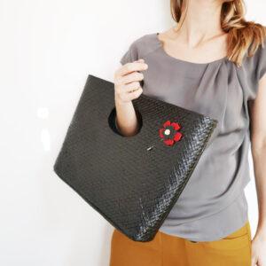 Borsa in paglia intrecciata nera | borsa paglia con spille fiori | BICA-Good Morning Design
