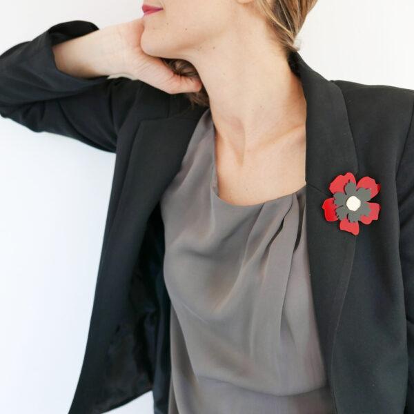 Spilla fiore Anemone rosso nero e oro   Spille floreali   BiCA-Good Morning Design