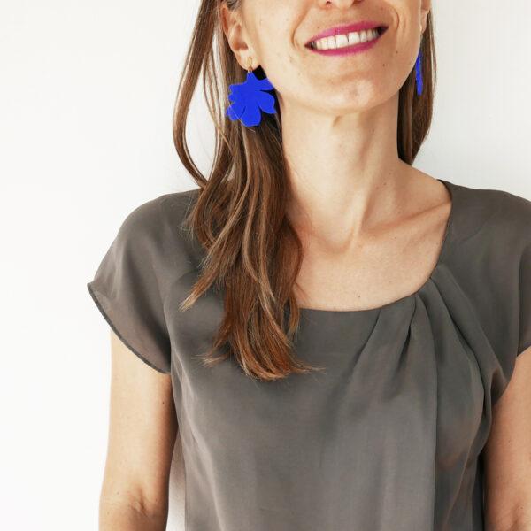 Orecchini pendenti blu floreali | orecchini fiore blu e oro | BiCA-Good Morning Design