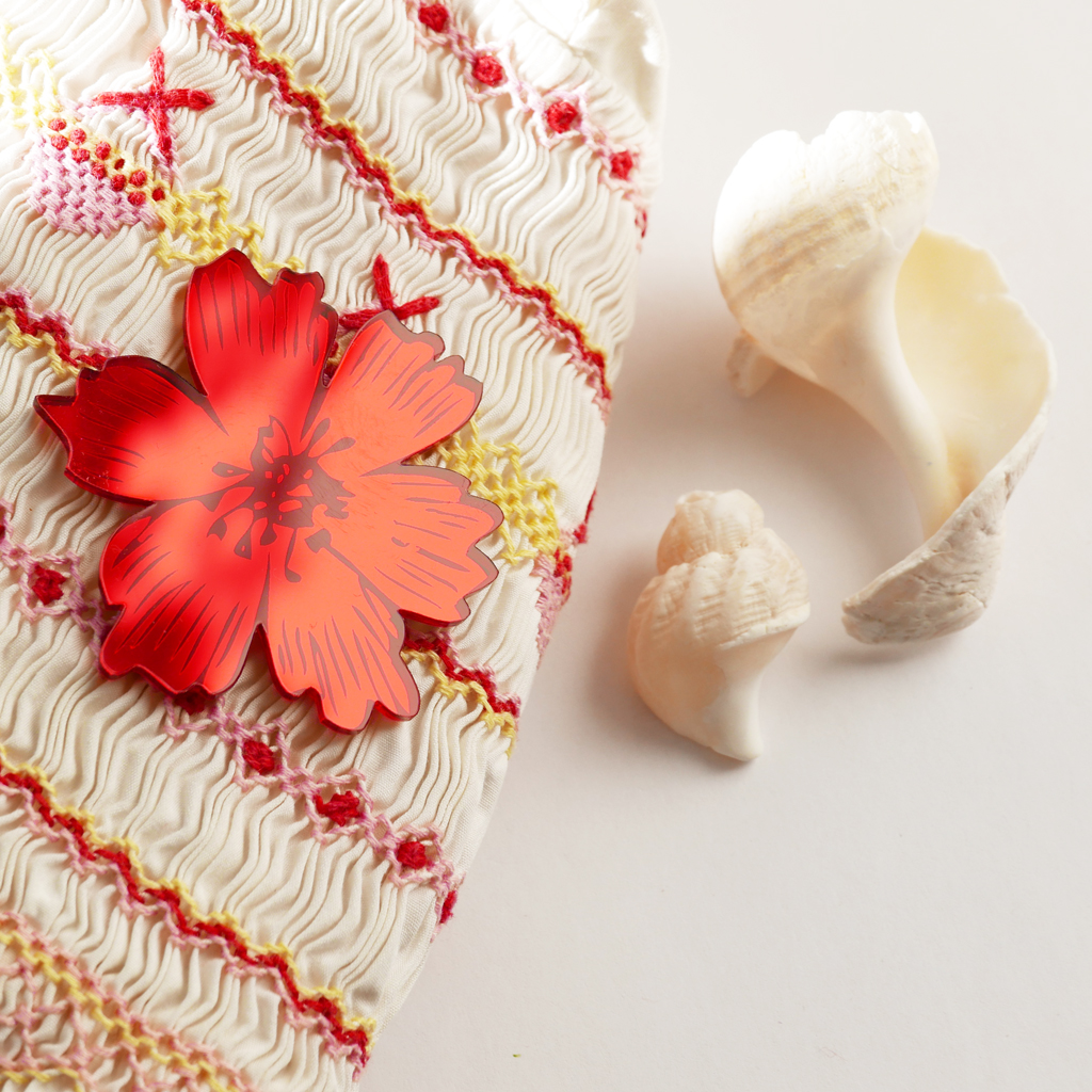 spilla fiore anemone rosso in specchio acrilico BiCA-Good Morning Design