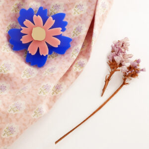 Spilla floreale Anemone blu | spilla fiore acrilico | BiCA-Good Morning Design