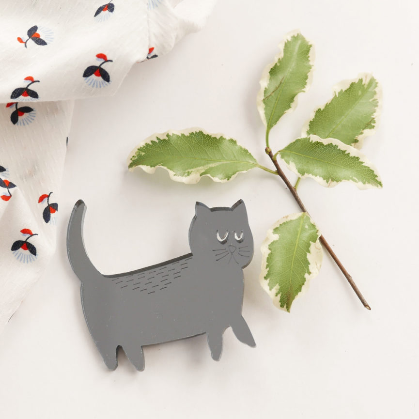 Spilla gatto argento scuro in acrilico | BiCA-Good Morning Design