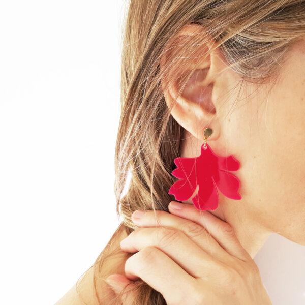 Orecchini pendenti floreali magenta | orecchini fiore fucsia e oro | BiCA-Good Morning Design
