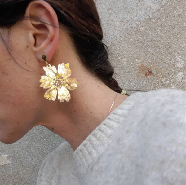 Orecchini pendenti floreali oro | orecchini fiore anemone oro | BiCA-Good Morning Design