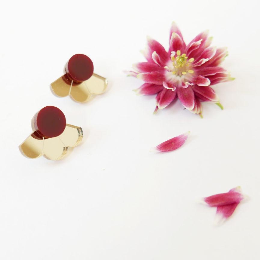 Small Fan orecchini geometrici a ventaglio oro e rosso scuro   orecchini a perno geometrici   BiCA-Good Morning Design
