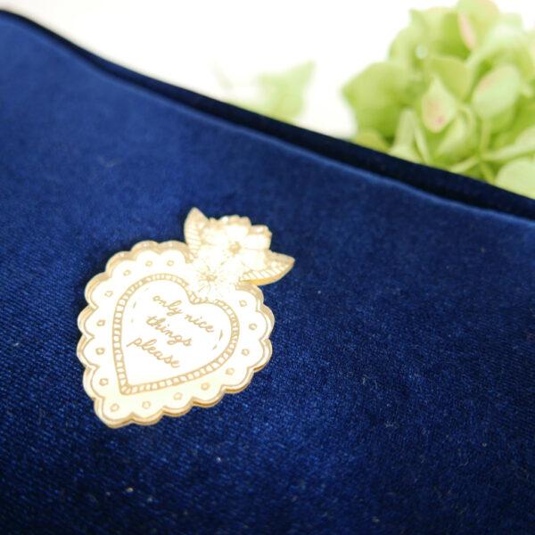Pochette Chic velluto blu e neoprene con spilla oro | borse fatte a mano in Italia | design italiano | BiCA-Good Morning Design
