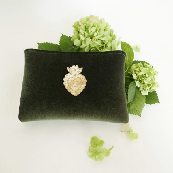 Pochette Chic velluto verde e neoprene con spilla oro | borse fatte a mano in Italia | design italiano | BiCA-Good Morning Design
