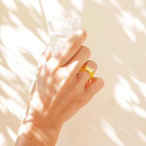 Sunny. Anello minimal di design giallo e oro | Gioielli Milano | BiCA-Good Morning Design