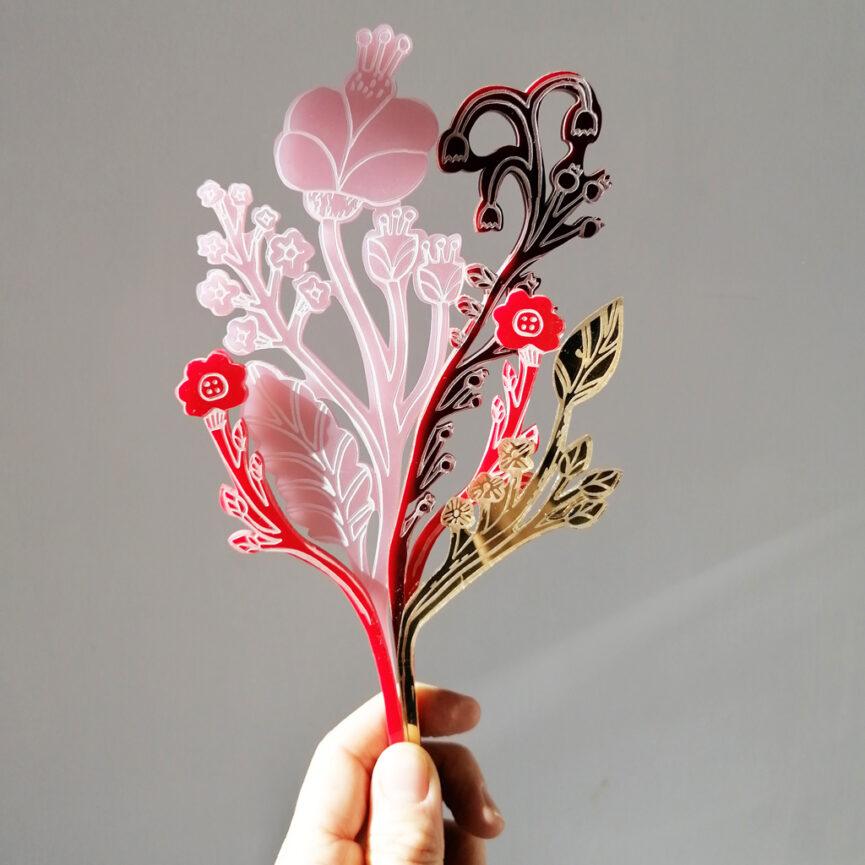 Bouquet di Fiori Perenni | illustrazione di Monika Forsberg | BiCA-Good Morning Design | acrilico specchio oro, rosa e rosso