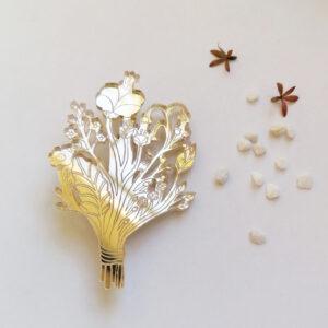 Spilla Bouquet | illustrazione di Monika Forsberg | BiCA-Good Morning Design | acrilico specchio oro e rosa