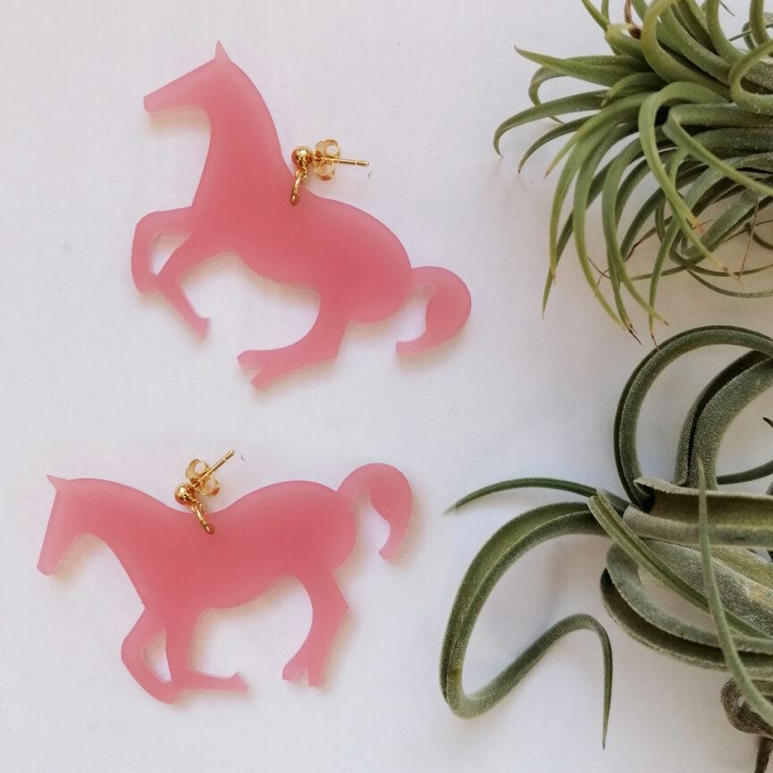 Whisper Orecchini pendenti Cavallo, colore rosa | BiCA-Good Morning Design