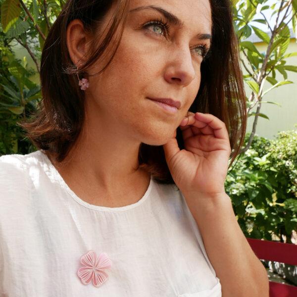Spilla e orecchini quadrifoglio rosa | gioielli a sostegno per la lotta al tumore al seno | BiCA Good Morning Design